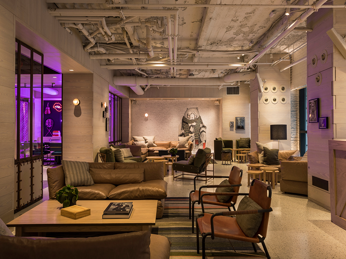 Bar Moxy Lounge